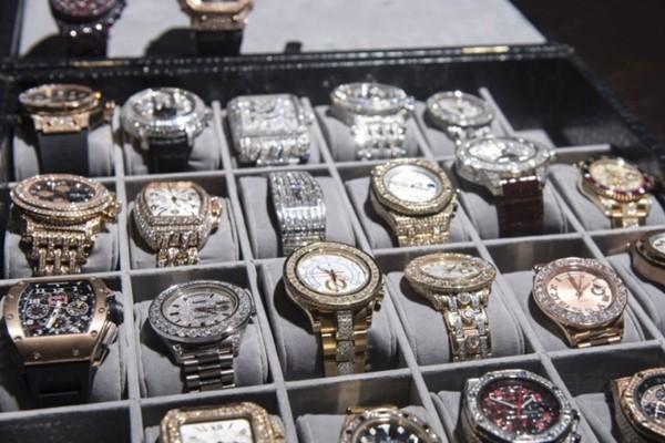 二手高档名牌手表展示图